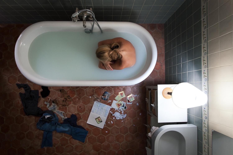 Порно молоденькая в ванной
