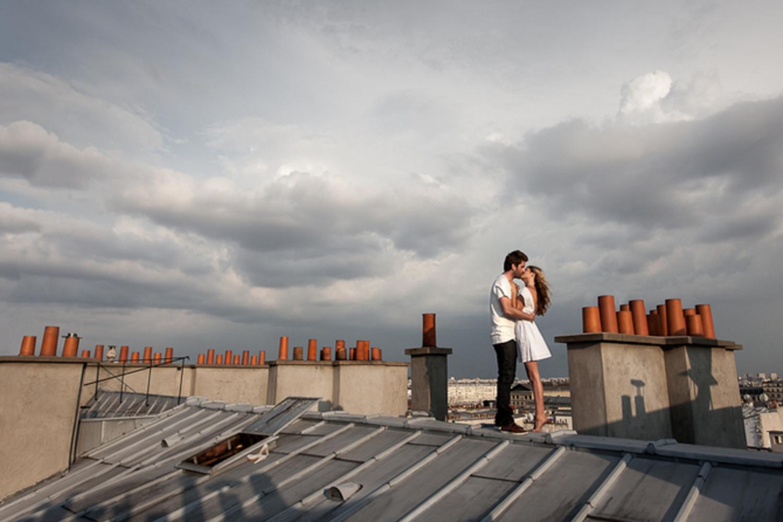 Смотреть как занимаются на крыше 18 фотография