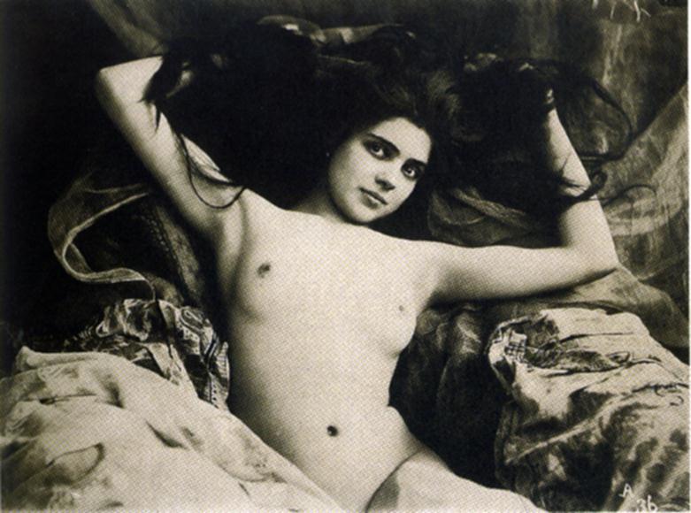 интимные ретро фото женщин