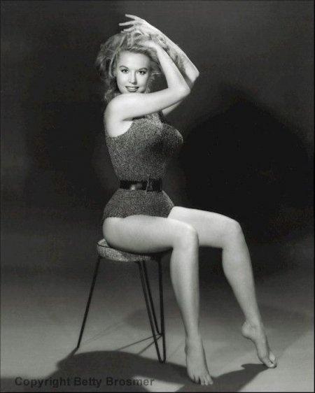 Бетти Бросмер - идеал женской фигуры 50-х годов (50 фото)
