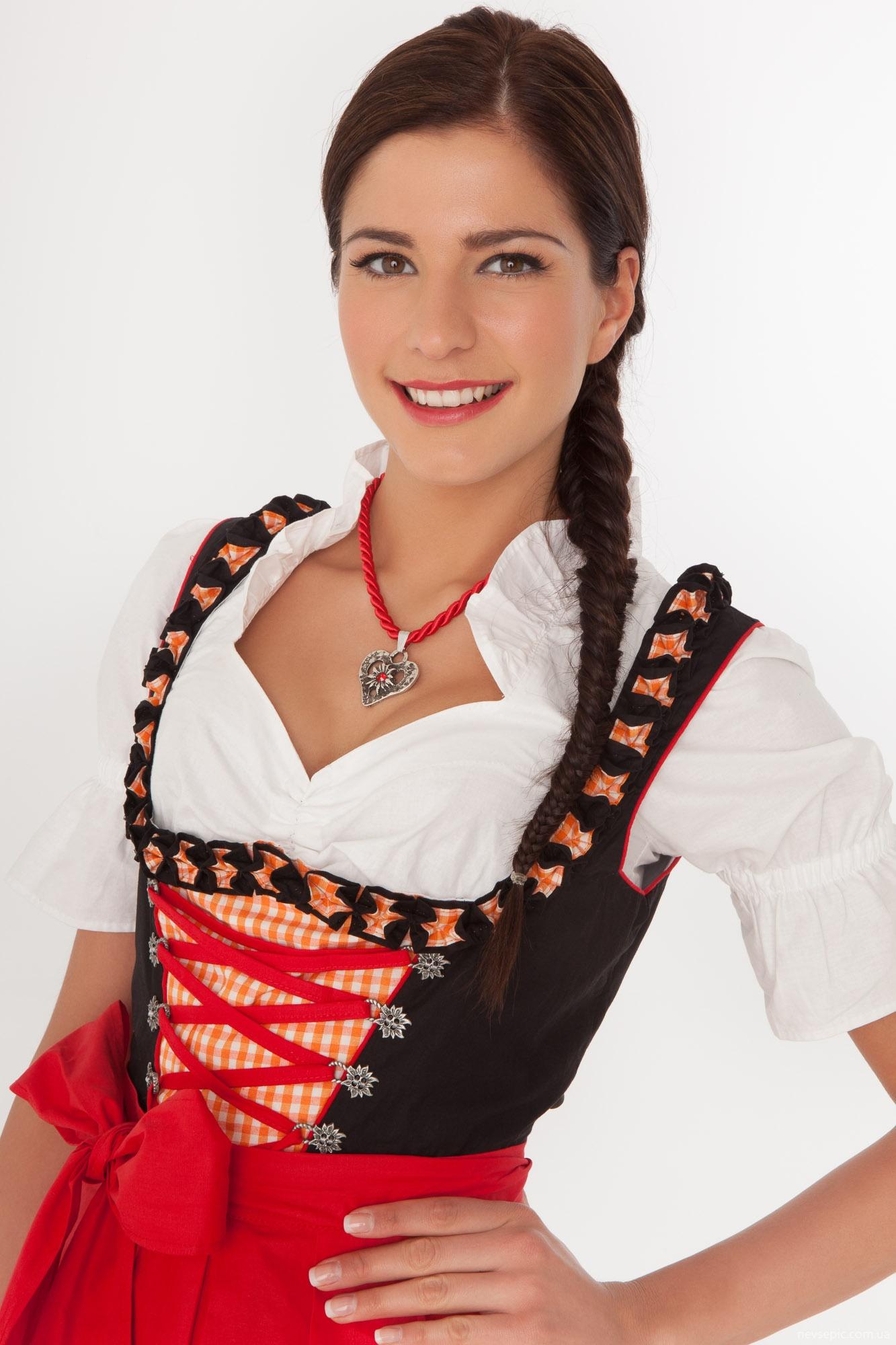 Костюмы Германии Женские