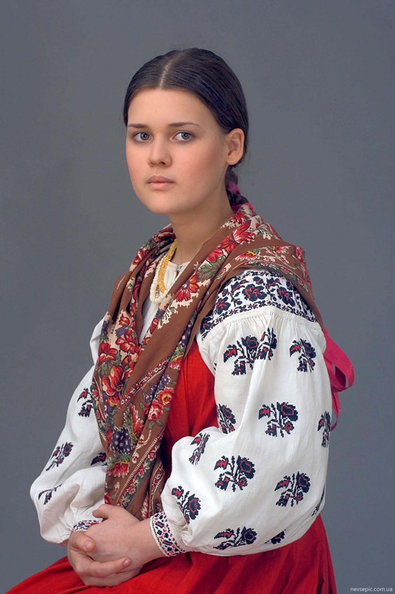 Фото русской девушки в национальном костюме 2
