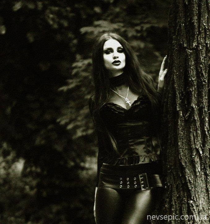 Goth girl ten thousand fist