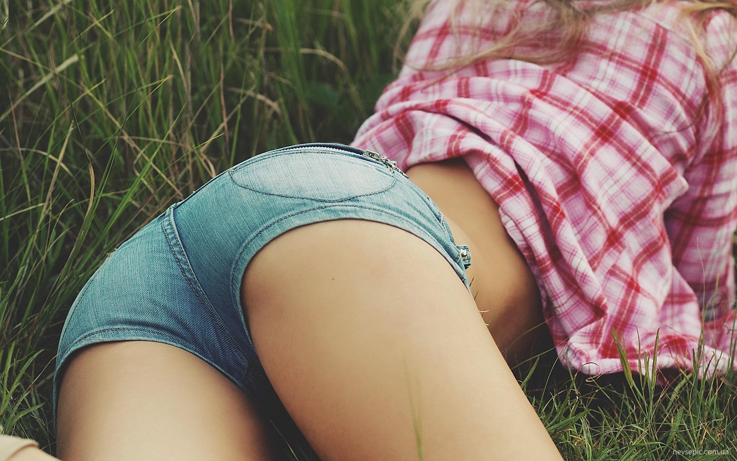 Худенькие попки молоденьких девочек 5 фотография