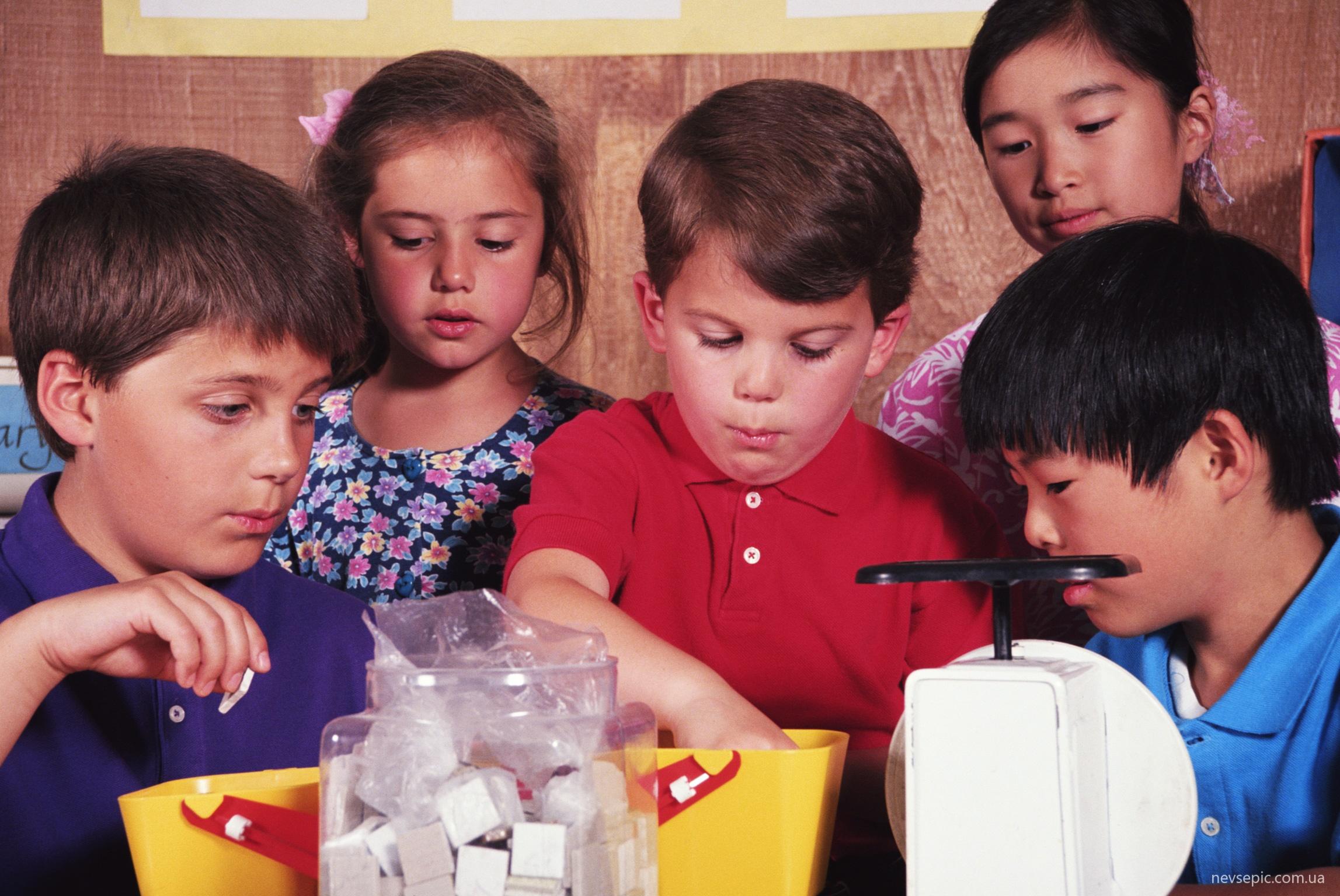 Студенты игра в бутылочку 5 фотография